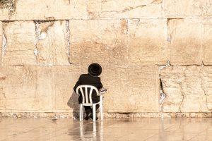 איך תופעת ה-OCD משפיעה על אורח חיים דתי?